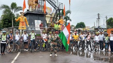 Photo of दोनशे किमी सायकलिंग करून स्वातंत्र्य सैनिकांना मानवंदना * १५ सायकल स्वारांनी नोंदवला सहभाग * जिंतूर रॅन्डोनिअर्स सायकल क्लबचा उपक्रम